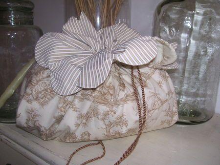 Tuto du pochon à festons en Toile de Jouy - Free sewing pattern