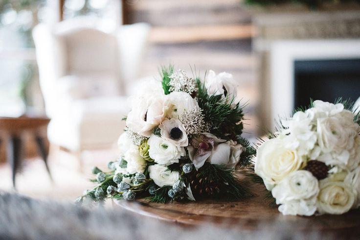 winter brautstrau in wei und gr n brautstr u e wedding bouquets pinterest winter. Black Bedroom Furniture Sets. Home Design Ideas