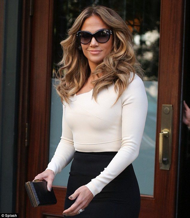 Jennifer Lopez- I want this bouncy looking hair!!!