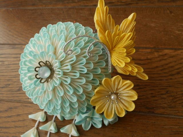 夏の花と黄色い蝶の簪