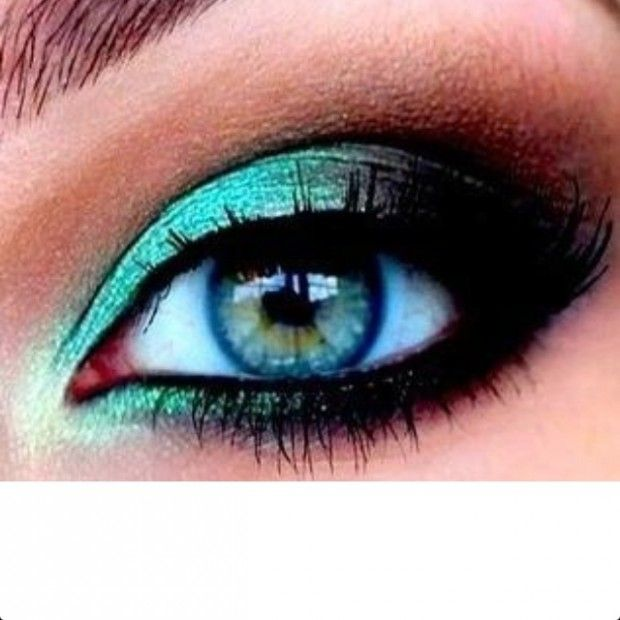 """Normally, I *strongly dislike* brightly colored eyeshadow...but this is amazing. If I could """"go out,"""" I'd do this."""