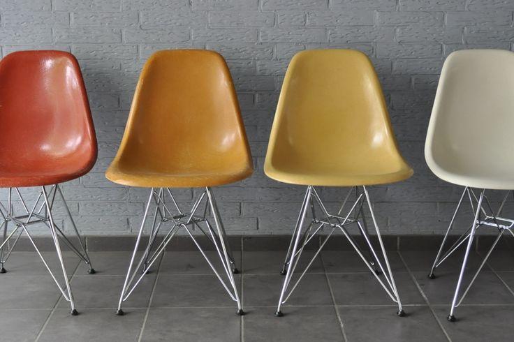 """Charles Eames """"Sidechair"""" in Fiberglas für Vitra in verschiedenen Farben"""