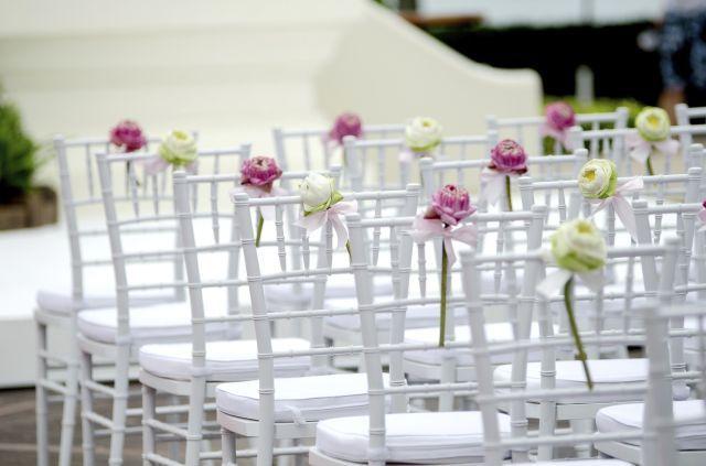 Sillas para una boda al aire libre