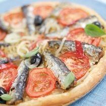 Hartige taart met uien en sardines, Heerlijke recepten bij vindt u bij Bommels Conserven.