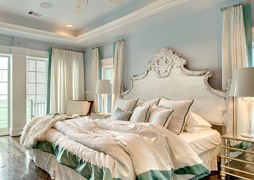 The headboard is simply divine. o_0