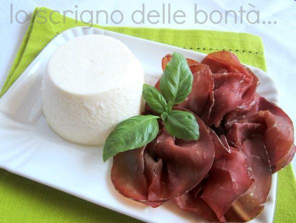la panna cotta al parmigiano è una sfiziosa alternativa da accompagnare alla bresaola, provare per credere.