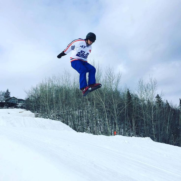 We had a blast at our demo days this past weekend! Thanks everyone who made it out! Here is a shot of #SledDogs #Snowskates in action at Snow Valley! :) #SkiCanada