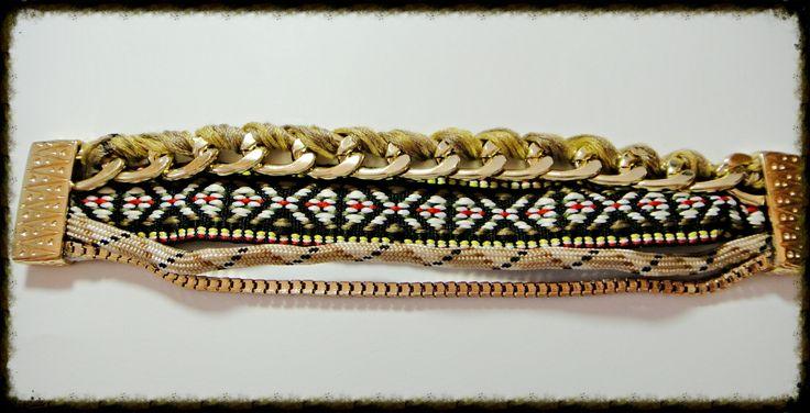 Pulsera tono beige con cadena trenzada y cierre de iman