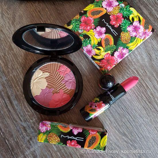 Часть коллекции MAC Fruity Juicy: помада Amplified Crème Lipstick в оттенке Love At First Bite и компактная пудра для лица Pearlmatte Face Powder в оттенке Oh My Passion