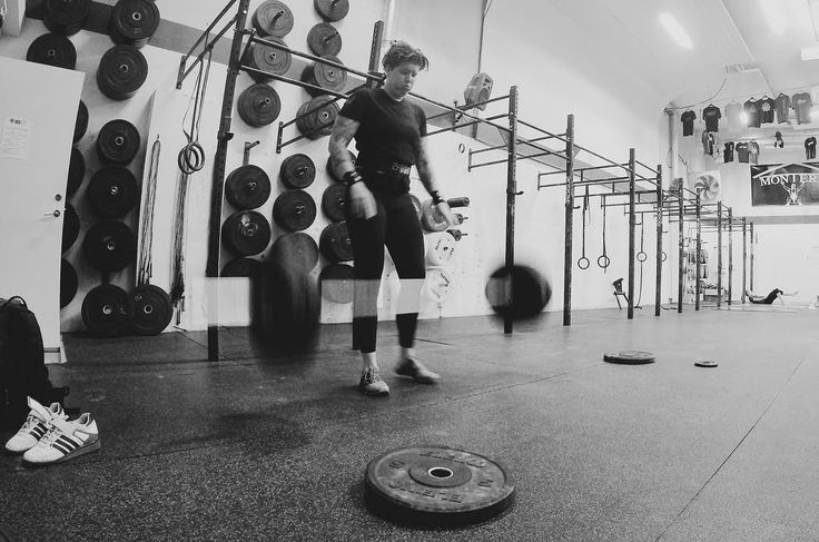 Powercleans idag kände mig stark trots väldigt lite lyftning under våren skönt #mandalayatillVM . . . . #crossfiteken #cfswe #tyngre #cardio #inkedfitness #northernspirit #inov8sverige #ink #bnw #bodybuilding #stronger #strongwomen #styrkelyft #styrkebyrån #gainz #curlsforthegirls
