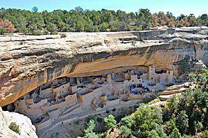 Скальный дворец, национальный парк Меса-Верде.Культура Анасази, или предки пуэбло — доисторическая индейская культура, существовавшая на территории современного региона на юго-западе США, известного как Четыре угла (штаты Колорадо, Юта, Аризона, Нью-Мексико).