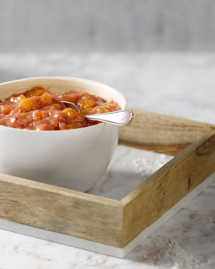 Chutney is een heerlijke smaakmakker en lekker met rabarber. Het is een pittig zoet-zuur bijgerecht, geserveerd bij een hapje, een kaasschotel of bij een curry.