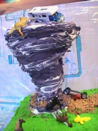 how to make make a paper modle tornadoes