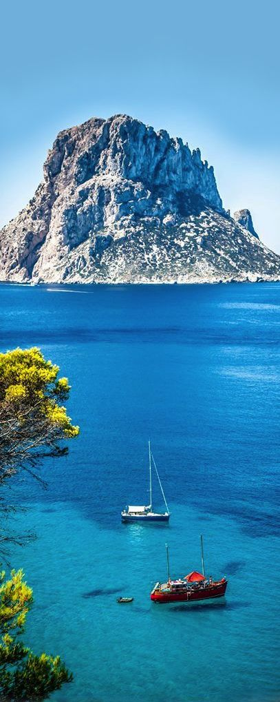 Cala d'Hort is a small, beloved beach in Ibiza (Spain) with a fantastic view of the mysterious island of Es Vedra, which rises dramatically from the sea only several hundred metres from the shore. The beach itself is sandy to one side, pebbly to the other, and in summer is extremely popular.                                                                                                                                                                                 Más