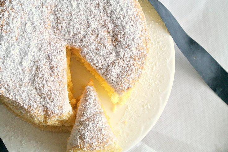 Recette de gâteau de savoie au Thermomix TM31 ou TM5. Réalisez ce dessert en mode étape par étape comme sur votre Thermomix !