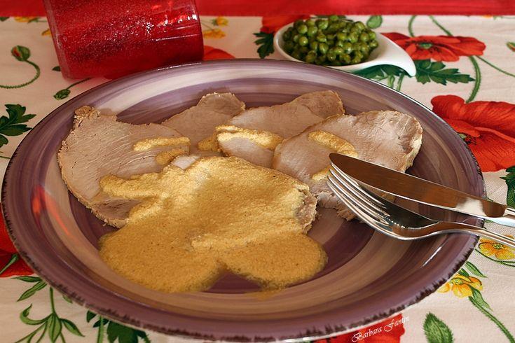 Carrè di maiale al latte, ricetta secondi. Ricetta di facile realizzazione per ottenere un ottimo arrosto dal sapore delicato, adatto a grandi e piccini.