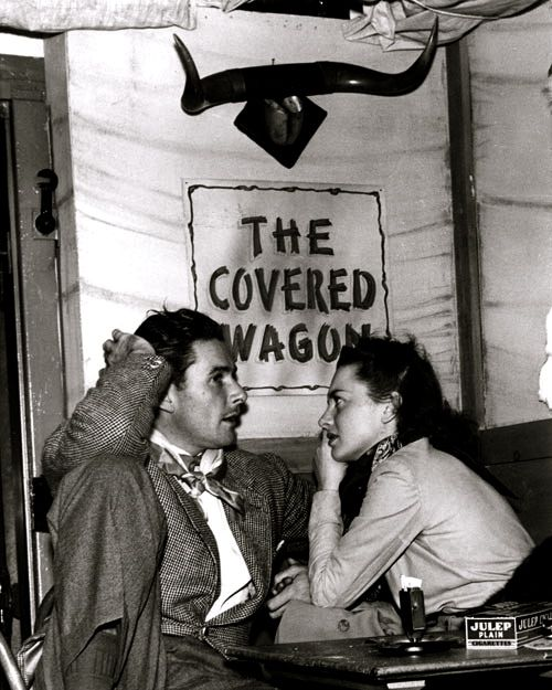 Errol Flynn, Olivia de Havilland.