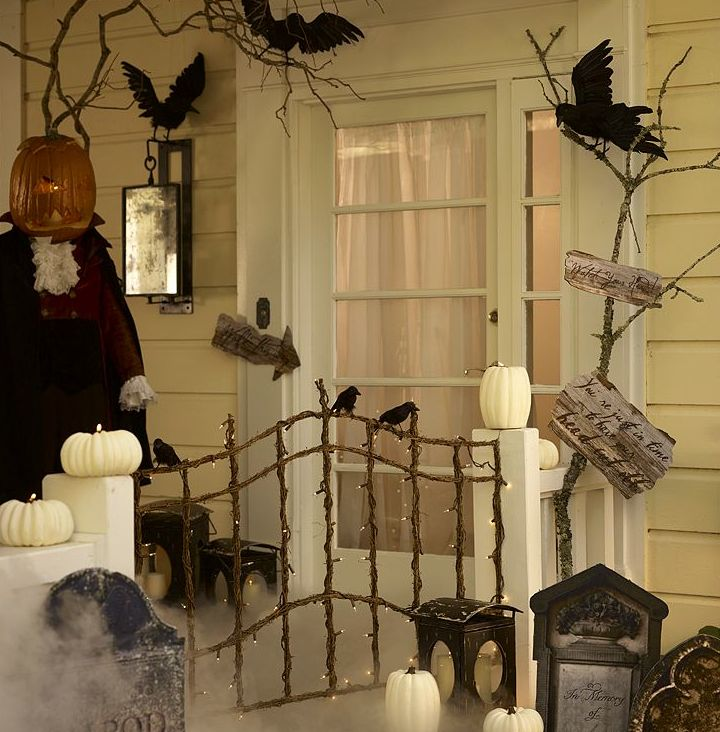 Spooky Halloween porch idea love the little gate! & 78 best Halloween Porches images on Pinterest | Halloween decorating ...
