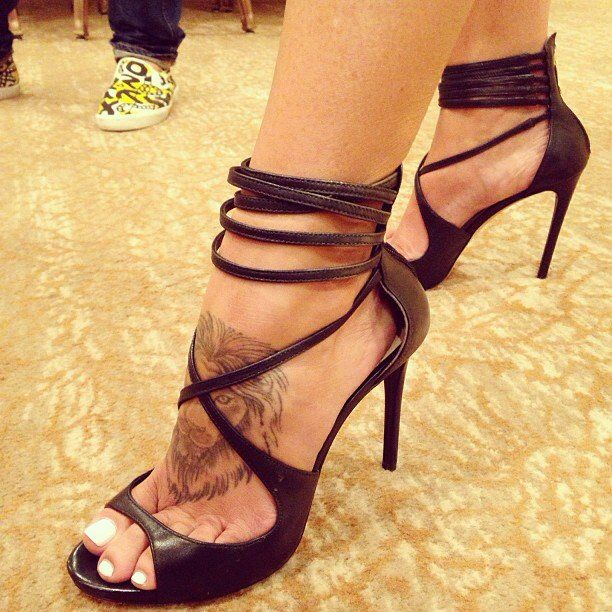 Charisma Carpenter's lion foot tattoo | awesome ...