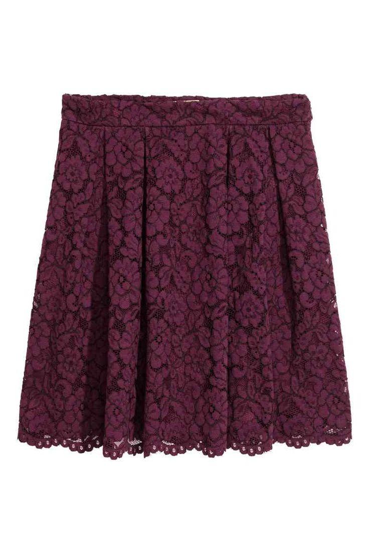 Falda corta y pantimedias