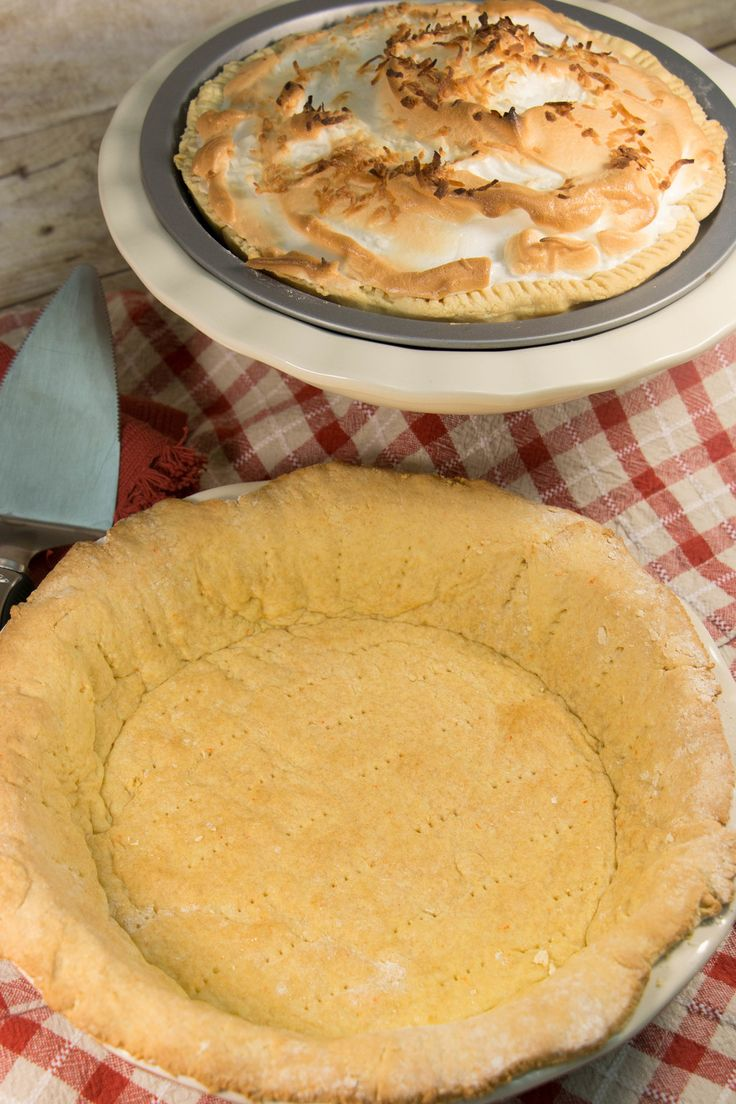 How to Make Pie Crust from Cake Mix   What a great how-to and cooking hack! I never knew that cake mix recipes could result in pie crusts!