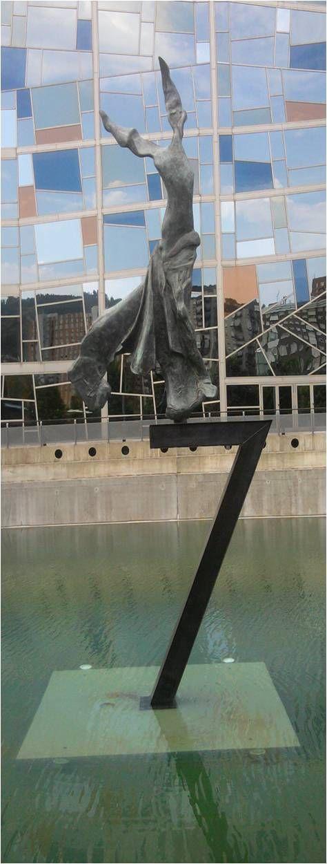 Terpsícore, Musa de la Danza, de Salvador Dalí. Palacio Euskalduna, Bilbao.