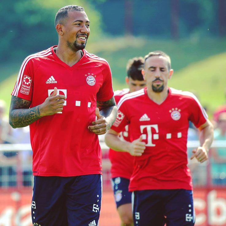 Smile, @jeromeboateng is back! 😊 #Boateng @franckribery7 #Ribéry #MiaSanMia #FCBayern