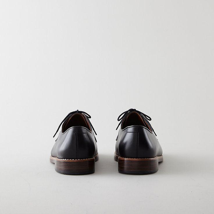 Mens shiny shoes