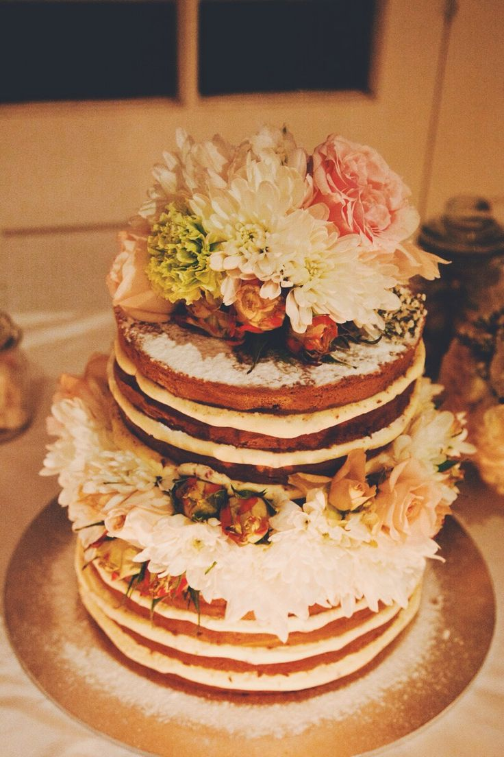 A simpla and chic naked cake with floral tier.