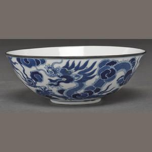 A blue and white porcelain bowl made for the Vietnamese market 19th century Its wide curving well supported on a short foot and its exterior walls painted with two dragons chasing flaming pearls amid clouds, the recessed base bearing the Thieu-tri nen-che mark in Chinese regular script (rim with metal mount). 6 7/8in (17.5cm) diameter Estimate: €610 - 910 Bonham 25 juin Lot 8255
