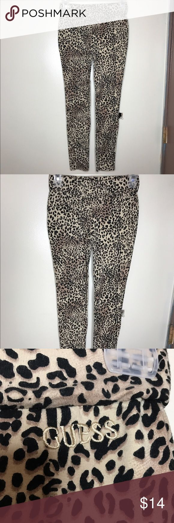 Guess cheetah leggings Guess cheetah leggings, never worn just tried on. Great condition! Size small  *I take offers through offer button. *You will receive item as is.   *Any questions leave down below!   Thank you for your interest 💕 Guess Pants Leggings