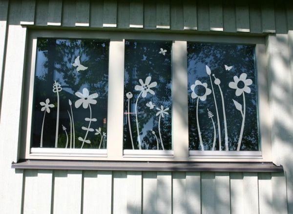 Blümchenwiese - liebevolle Fensterdekoration von Lovala Fenstertattoo