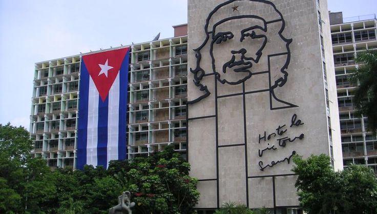 Σπ. Βασδέκης, ο Έλληνας γιατρός που έσπαγε το εμπάργκο πληροφορίας στην Κούβα - Στο κόκκινο
