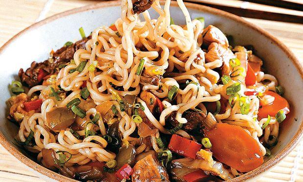 Culinária chinesa: aprenda a preparar pratos típicos como yakisoba, fr