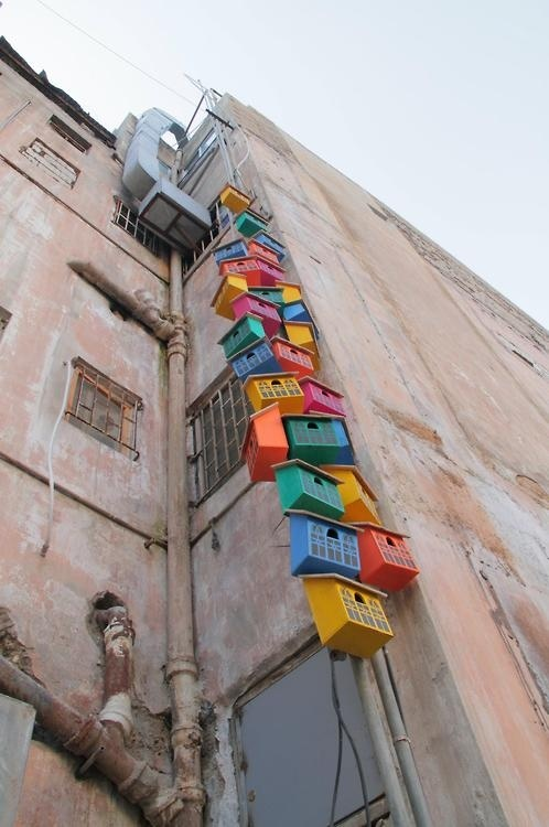 110 Birdhouses in Beirut  - Happy City Birds - Thomas Dambo-8.  Casinhas de pássaros