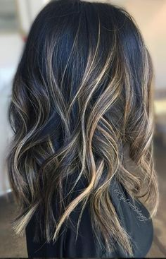 beautiful brunette balayage hair color