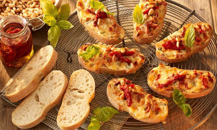 Überbackenes Tomaten-Basilikum-Ciabatta Rezept: Herzhafte Creme zum Überbacken von Brot - Eins von 7.000 leckeren, gelingsicheren Rezepten von Dr. Oetker!