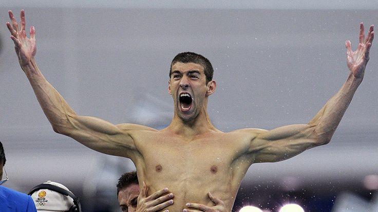 EL MEJOR ATLETA DE LA HISTORIA. Michael Phelps festeja la victoria en la prueba de relevos 4x100 m libre  en los Juegos Olímpicos de Beijing, China. 11 de agosto de 2008.