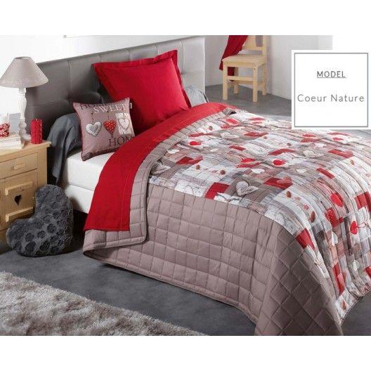 Prehoz na manželskú posteľ s motívom srdiečok v červeno hnedej farbe