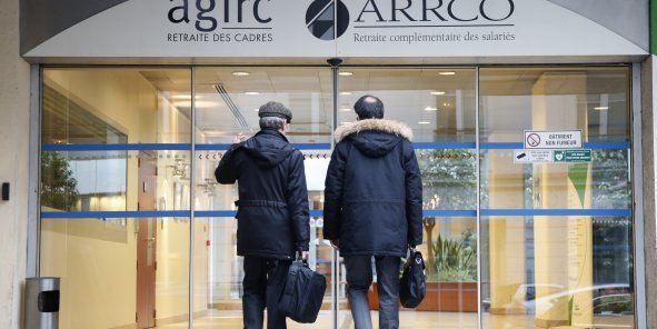 A compter de 2017, des abattements dégressifs vont être pratiqués sur les pensions de retraites complémentaires Pour faire face à la dégradation de la situation financière des régimes de retraites Arrco/Agirc, le Medef préconise de minorer les pensions...
