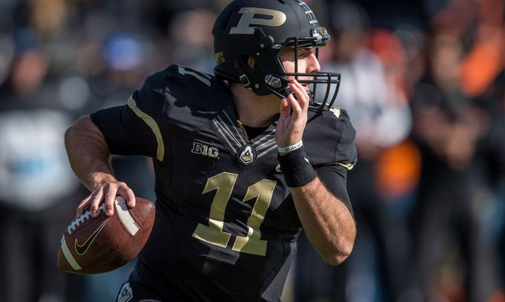 David Blough has the experience Purdue needs = According to multiple reports, Purdue head coach Darrell Hazell has finally made a decision on the team's starting quarterback. Sophomore David Blough will take the field with the first team when the Boilermakers kick off the year against.....