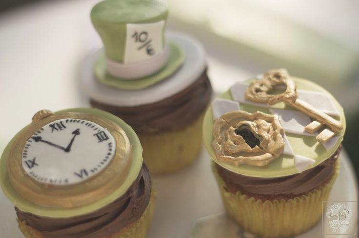 Alice in wonderland cup cake. #apnapolieventi