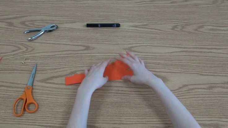 Miss Jency makes a papercraft pumpkin on SJCPL Jr.
