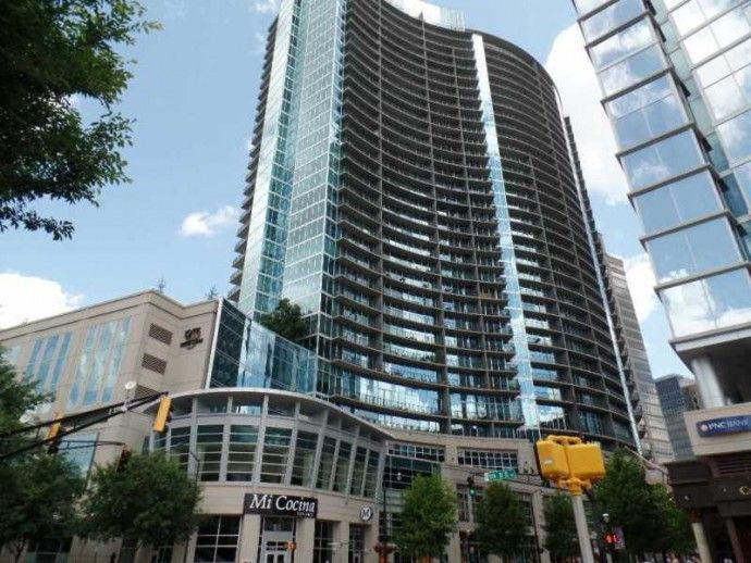 1010 Midtown Highrise Atlanta Condos 1010 Midtown Is A 35 Story Luxury Atlanta Highrise Condominium Building Located On Atlanta Condo Condo High Rise Building