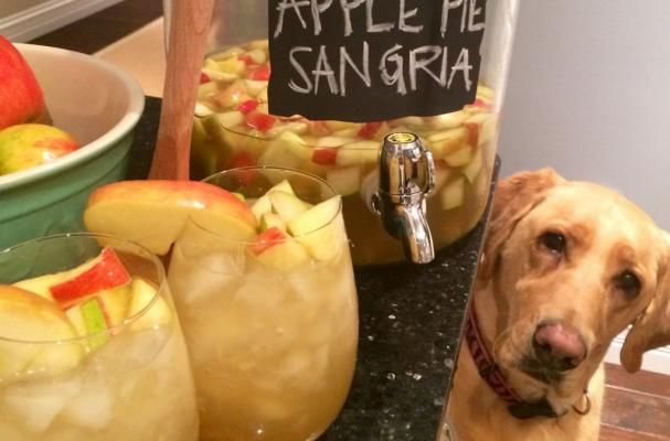 this is my absolute favorite drink for autumn!!! perfect for thanksgiving. this is a crowd pleaser EVERY time. you have got to try this!