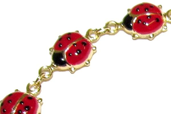 Woman´s bracelet, yellow gold, titled 750/1000 18 Kt, with red enamelled ladybirds; snap closure.