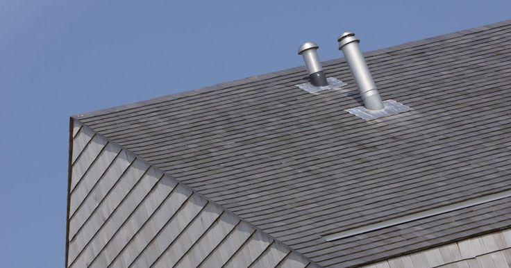 Quanto de beiral para telhado de metal . O telhado de metal é feito de aço galvanizado ou alumínio. Ambos produzem dois tipos básicos de cobertura metálica: corrugada ou com juntas verticais. A corrugada possui cumes e sulcos alternados que são instalados sobrepondo-os às costuras. Já as juntas verticais, conhecidas também por painéis estruturais, têm amplas áreas planas com elementos de ...