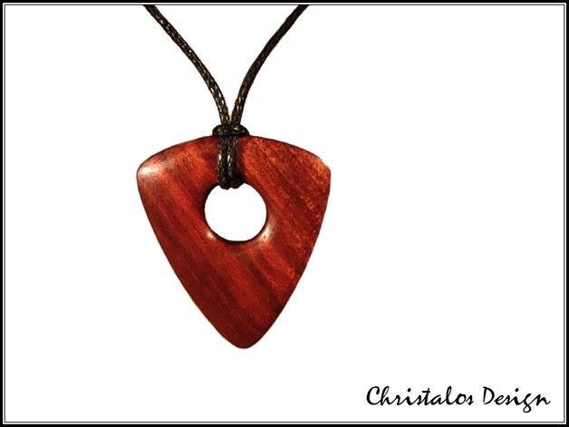 Red Heart Holz Gitarrenplektrum Plektrum Halsanhänger  Gitarren Plektrum aus Red Heart, als Halskette verarbeitet  Maße 25x29 mm, Stärke 3mm  Wachsschnur 90cm