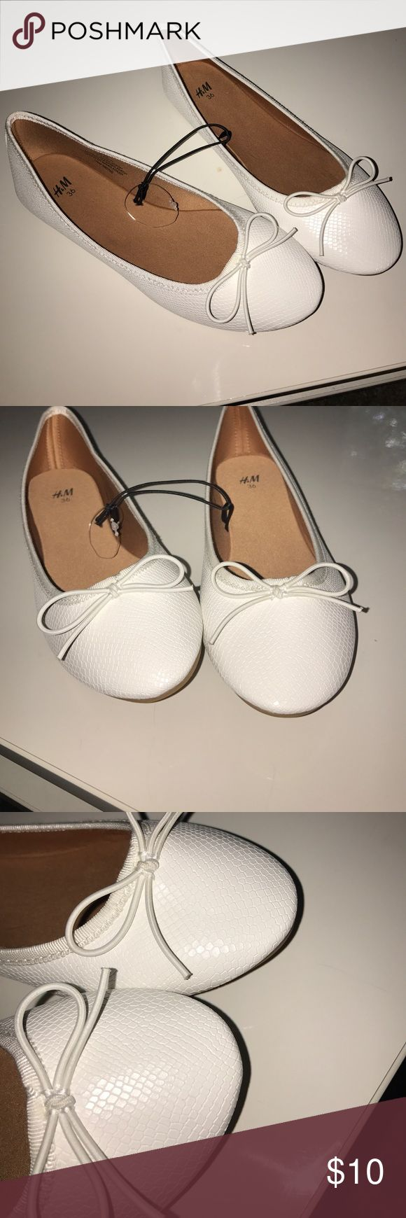 H&M Girls/Women Ballet Pumps Ballet pumps in imitation suede with a grosgrain trim at the top, satin linings and insoles and rubber soles. H&M Shoes Flats & Loafers