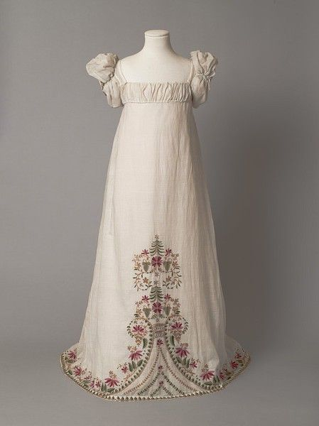 1812 - 1815 young girl's gown